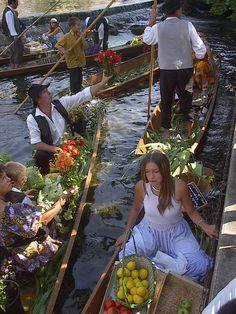 Floating market - Isle de la Sorgue, Vaucluse dept., Provence
