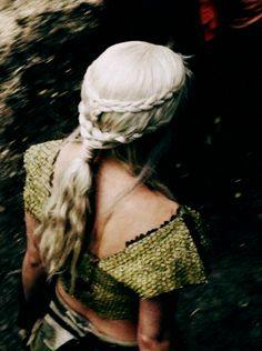 This looks like Daenerys Targaryen's hair #gameofthrones