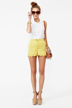 outfit for my yellow shorts // #Fashionista #Girls #Outfit