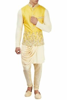 Stylish Almirah Men Classic Shalwar Kameez For Yr 2019 Eid Collection Abaya Fashion, Fashion Dresses, Mehndi Style, Hijab Collection, Maya Ali, Bridal Photoshoot, Asian Bridal, Shalwar Kameez, Kurti