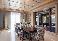 Interior designer Marc-Michaels featured Mystic Weave 6211 White Willow in the dining room of a client's home. Beach Dining Room, Luxury Dining Room, Beautiful Dining Rooms, Interior Design Photos, Transitional House, Design Firms, Textured Walls, Luxury Homes, Palm Beach