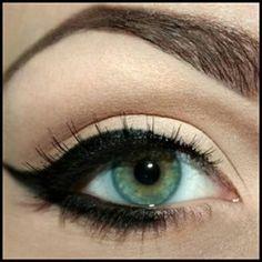 Beth Bender Beauty customer Melissa Seidel showing us her cat eye makeup. LOVE IT!! #eyeliner #cateyeliner #eyelinerstencils