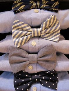 Just saw this pin with one shirt and different bow ties and thought it could be a fun idea for a casual wedding. All the groomsmen with a different bow tie, just coordinating colors. Mens Fashion Blog, Fashion Mode, Fashion Menswear, Fashion News, Style Fashion, Sharp Dressed Man, Well Dressed Men, Just In Case, Just For You