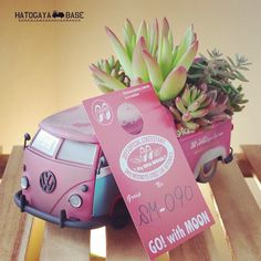 今度の日曜日4/26、お台場で開催されるMOONEYES Street Car Nationalsに鳩ヶ谷ベースは出店いたします。タニクスワーゲンはもちろん、鳩ヶ谷ベースで販売しているすべての商品、サイトには掲載していない直輸入雑貨やイベント限定ハンドメイド作品など、たくさん商品を持っていきますのでぜひ遊びに来てください! www.streetcarnationals.com #mooneyes #scn2015 #swapmeet #carshow #succulents #succulove #succulentlove #多肉 #多肉植物 #寄せ植え #多肉寄せ植え #ミニカー #ハンドメイド #鳩ヶ谷ベース #タニクスワーゲン