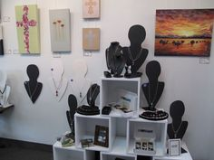 Gallery Frames NZ jewellery exhibition, use of boxes for display