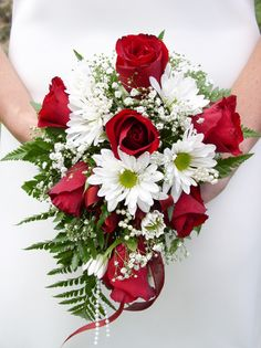 red roses and daisy wedding bouquet Flowers Roses Bouquet, Red Rose Bouquet, Purple Wedding Bouquets, Winter Wedding Flowers, Red Roses, Flower Bouquets, Daisy Bouquet Wedding, Yellow Roses, Red And White Flowers