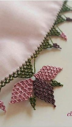 This Pin was discovered by Ser Needle Tatting, Tatting Lace, Needle Lace, Crochet Flower Tutorial, Crochet Flowers, Thread Work, Sewing Projects For Beginners, Applique Designs, Craft Items