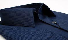 Παραμονή Πρωτοχρονιάς με midnight blue πουκάμισο Manetti συνδυασμένο με μαύρο παντελόνι η κοστούμι. Simple & chic.  πουκάμισο slim fit Manetti 65€