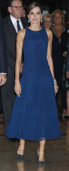 La Reina ha estrenado un espectacular vestido azul de Felipe Varela en el concierto premio a la entrega de los Premios princesa de Asturias.