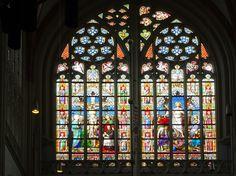 's-Hertogenbosch - Sint-Janskathedraal. Glas-in-loodraam. Rechtsonder wordt het jaar 1887 vermeld. Foto: G.J. Koppenaal - 5/10/2017.