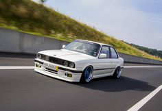 BMW E30 3 series white slammed