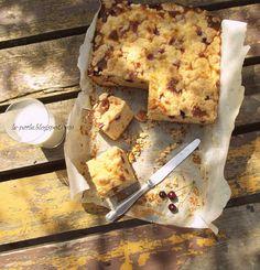 Drożdżówka z wiśniami i migdałową kruszonką