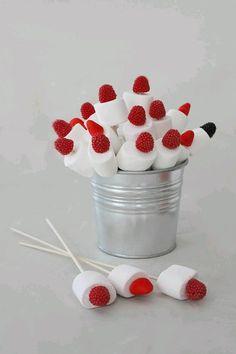 Los malvaviscos (bombones o nubes) son una excelente opción para usarse en una fiesta, ya sea como centro de mesa, detalles, invitaciones o...