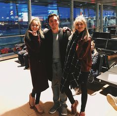 """From @_fulltimeflyer_ """"Lisa and Lena""""  @lisaandlena 