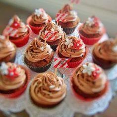 Marianne-suklaamuffinssit Pätkis-sydämellä Food Festival, Mini Cupcakes, Food Inspiration, Good Food, Fun Food, Sweet Tooth, Deserts, Food And Drink, Easy Meals