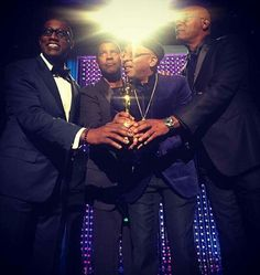 This pic is EPIC!! Congratulations to Spike Lee on receiving an Honorary Oscar for his 29 year career in film making. Presenting his award are Wesley Snipes, Denzel Washington, and Samuel Jackson.