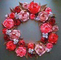 Венок из бумажных цветов