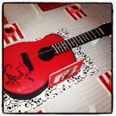 Guitar (Taylor Swift) cake
