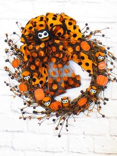 How to Make a Halloween Grapevine Wreath. Thanks to Etsy Shop 'Dazzlement' for letting us feature! #Halloween #wreath #ideas
