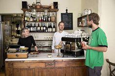 Nyåpnede Arno byr på hjemmelaget hverdagsmat for italienere av alle nasjonaliteter. Liquor Cabinet, Storage, Oslo, Furniture, Places, Home Decor, Purse Storage, Decoration Home, Room Decor