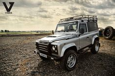 // Land Rover Defender.  https://www.pinterest.com/dapoirier/4x4-and-trucks/