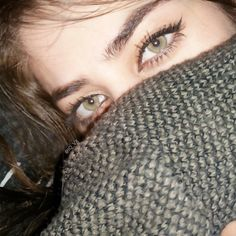Dpz for girls Stylish Girls Photos, Stylish Girl Pic, Cute Eyes, Pretty Eyes, Eye Pictures, Girl Pictures, Penelope Cruz Makeup, Eyebrows Goals, Tears In Eyes