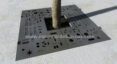 Arriate cuadrado metálico circuito A-015. Incluye un marco que se empotra en obra civil y cuenta con bisagras para su apertura.