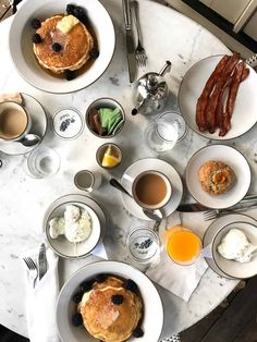 The ultimate guide to the best breakfast and brunch in Austin! Featuring 20 different restaurants that serve up the absolute best early bites in town. Austin Brunch, Houses In Austin, Brunch Spots, Best Breakfast, Female, Food, Texas, Essen, Meals