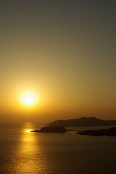 Santorini Sunset -so peaceful Santorini Sunset, Beautiful World, Beautiful Places, Expressions Photography, Sistema Solar, Amazing Sunsets, Beautiful Sunrise, Belleza Natural, Landscape Photography