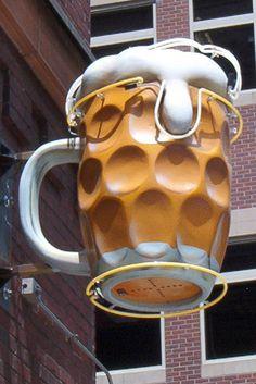 Buen reclamo para tomar una #caña. ¿Habrá un grifo de cerveza Mybar dentro?