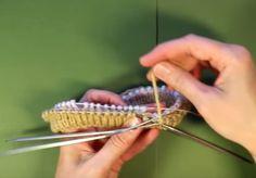 Учимся набирать петли на спицы волшебным способом для вязания по кругу.  Красивый край с подгибкой при вязании вкруговую.