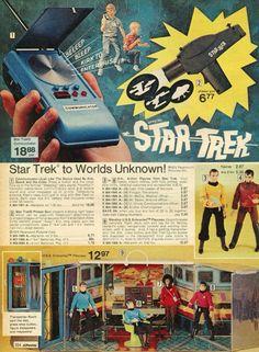 Starship Enterprise with the wicked Transporter Room. Vintage Toys 1970s, Retro Toys, Vintage Ads, 1960s Toys, Vintage Space, Funny Vintage, Star Trek Toys, Star Trek 1, Childhood Toys