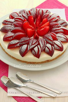 ricotta and white chocolate cheesecake with a lovely garnish of sliced red plums. Cheesecakes, Prune Recipes, Delicious Desserts, Dessert Recipes, Decoration Patisserie, French Pastries, Cake Cookies, Sweet Recipes, Love Food