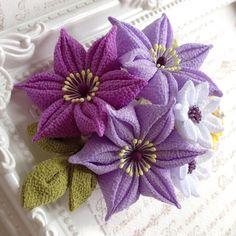 つまみ細工✼クレマチスと小花の髪飾り