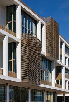 Il progetto rientra nell'ambito di un'intervento edilizio che bonifica un'area ex - industriale di 25.000 mq e la restituisce alla città, adottando tecnologie avanzate di efficienza energetica. Tortona 37 è un complesso architettonico mixed-use,...