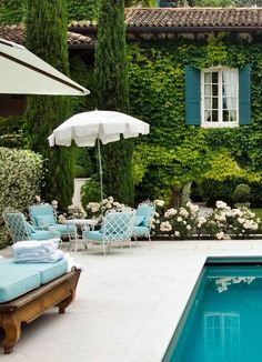 Beautiful poolside and backyard by Tempo da Delicadeza