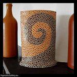Ceramic vase with spotted pattern. Ceramiczny wazon z cętkowanym wzorem.