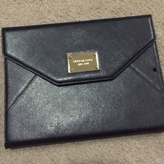 Michael kors iPad clutch Michael Kors iPad clutch in black saffiano. Used once. Only the box is messed up Michael Kors Bags Clutches & Wristlets