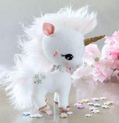 Risultati immagini per molde unicornio em feltro Sewing Stuffed Animals, Stuffed Toys Patterns, Unicorn Birthday, Unicorn Party, Baby Unicorn, Felt Diy, Felt Crafts, Unicorn Crafts, Unicorn Pattern