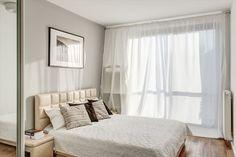 Jasna sypialnia w warszawskim mieszkaniu.  #bright #love #interior