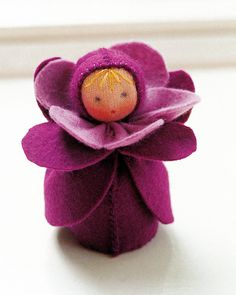 Boneca flor waldorf