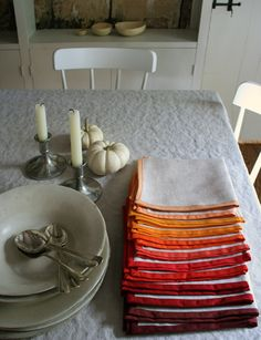 Add a pop of color to your tablescape this Thanksgiving with this gorgeous DIY linen napkins from purlbee.com!
