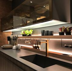 25 Kitchen Trends That Are Dominating 2019 - Küche - Cozinha Luxury Kitchen Design, Kitchen Room Design, Kitchen Sets, Luxury Kitchens, Home Decor Kitchen, Interior Design Kitchen, Kitchen Furniture, New Kitchen, Tuscan Kitchens