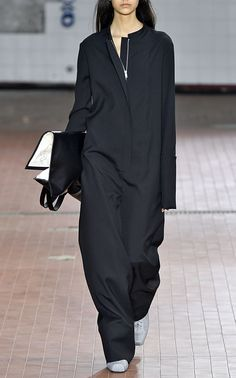 Reminiscent of classic utilitarian styles, Jil Sander's 'Gae' jumpsuit is cut from an unstructured wool-crepe with an oversized silhouette. Kimono Fashion, Work Fashion, High Fashion, Womens Fashion, Fashion Design, Fall Outfits, Fashion Outfits, Business Outfits, Jil Sander