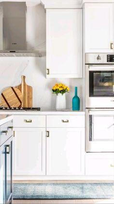 Quartz Backsplash, White Kitchen Backsplash, Diy Kitchen Cabinets, Kitchen Shelves, Kitchen Storage, Kitchen Decor, Kitchen Sinks, Kitchen Remodeling, Countertop
