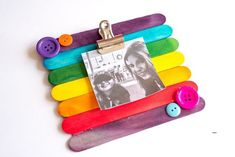 This easy kids craft is so much fun! Learn how to make a DIY Popsicle Stick Picture Frame quickly and easily. Add magnets to stick it on the fridge! Crafts For Teens To Make, Crafts To Sell, Diy And Crafts, Party Crafts, Creative Crafts, Holiday Crafts, Magnetic Picture Frames, Picture Frame Crafts, Dollar Store Crafts