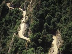 Parc Natural de la Muntanya de Montserrat - The whole mountain is criss-crossed with numerous paths and trails for hiking and routes for all levels, with various GR trails that meet in the nature reserve #BCNmoltmes #Montserrat #trekking #trail