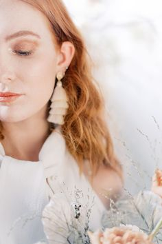 We just love the modern details that were incorporated into this organic, nature inspired photoshoot! Head to SMP for the full gallery! Classic Wedding Hair, Timeless Wedding, Trendy Wedding, Brunette Bride, Blonde Bride, Loft Wedding, Wedding Film, Garden Wedding, Wedding Hair Inspiration