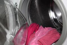We had no idea washing these things was this easy! We love washing machines and we expect we're not alone in this. Although doing laundry isn't our Bruschetta Tomate, Smoothies Detox, Vinegar Uses, Clean Washing Machine, Washing Machines, Grease Stains, Doing Laundry, Laundry Room, How To Make Clothes