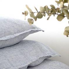 Taie d'oreiller en lin lavé Rayé Marine&Blanc www.lereperedesbelettes.com